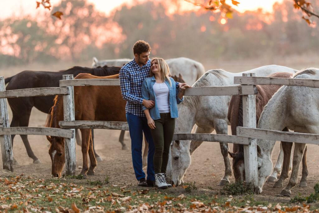 Reiter Paar auf Weide